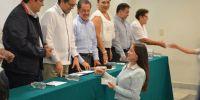 Fundación Ucol entrega becas de titulación e inscripción a estudiantes de Manzanillo