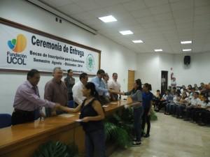Estudiantes de licenciatura reciben Beca
