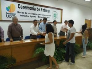 Alumnos reciben Beca