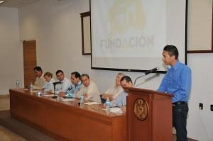 La Fundación de la Universidad de Colima entrega las primeras 3 becas reembolso a estudiantes universitarios