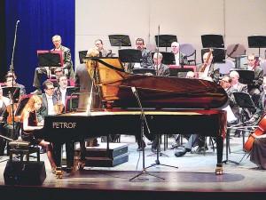 Se presentó con éxito la Filarmónica de Jalisco en el Teatro Universitario. Al piano, la talentosa Daniela Liebman y como invitados especiales, el músico ruso Anatoly Zatin, director huésped y el tenor estadounidense David Gaschen.