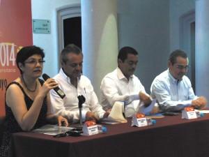 """Carlos Salazar, Enrique Rojas, Jesús Sánchez y Reyna Valladares en presentación del Libro """"La vivienda en Colima y Villa de Álvarez""""."""