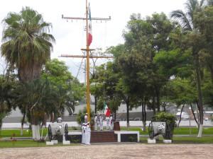 Ceremonia de Izo de Bandera en VI Región Naval de Manzanillo