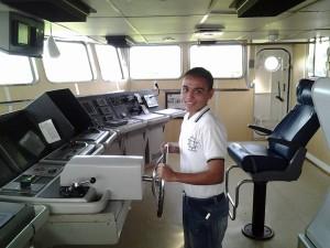 """Alumno de la Secundaria Guillermo Uribe Bazán en  Cabina de la Embarcación """"Montes Azules"""""""