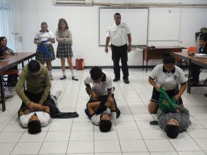 """Alumnos de la secundaria """"Manuel Sandoval Vallarta"""" en el curso de Búsqueda y Rescate"""