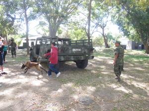 """Alumnos de la Secundaria """"Dr. Manuel Sandoval Vallarta"""" en el área canofila de la XX Zona Militar"""