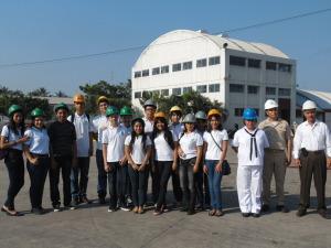 Alumnos del Bachillerato Técnico No. 14 en las instalaciones del Centro de Reparación Naval de Manzanillo