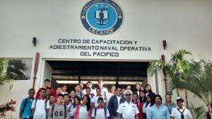 """Estudiantes de la Secundaria Estatal """"Manuel Murguía Galindo"""" en el Centro de Capacitación y Adiestramiento Naval Operativa del Pacífico"""