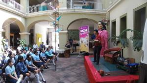 Claudia Alcaraz Munguía, cuenta cuentos en el programa ¡Vamos al Museo! Aprendamos de Arte