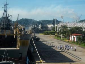 Estudiantes del Bachillerato Técnico No.14 recorriendo las instalaciones del Centro de Reparación Naval No.14
