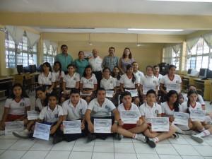 Alumnos de la Secundaria Estatal No.13 reciben constancia por participar en las Brigadas de Autoprotección Civil
